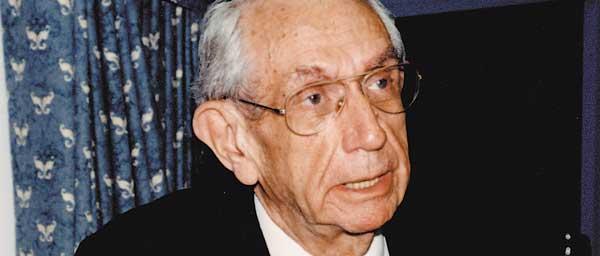 """הרב ישראל מילר ז""""ל, נשיא ועידת התביעות בשנים 1982-2002, עבד ללא לאות למען ניצולי שואה."""