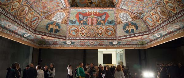 The museum includes a stunning recreation of the wooden cupola roof of the 17th century synagogue in Gwozdziec.