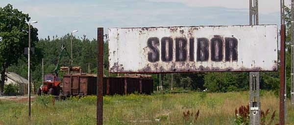 Tracks leading to the Sobibór railway yard Photo: Jacques Lahitte