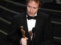 """הבמאי לזלו נמש מקבל את פרס האוסקר עבור הסרט """"הבן של שאול"""""""